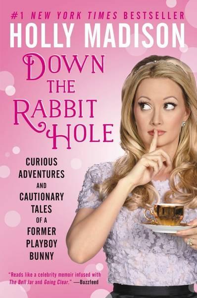 En 'Down the Rabbit Hole', Holly Madison desvela los supuestos trapos sucios del imperio Playboy y la vida dentro de la mansión.