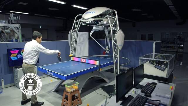 Este robot para aprender a jugar al ping pong es la cosa definitiva