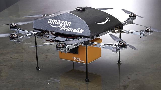 Amazon patenta un sistema para cargar coches eléctricos en movimiento mediante drones