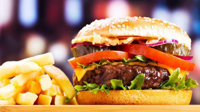Google actualizará el emoji de la hamburguesa en Android 8.1 para mostrar el queso dónde realmente tiene que ir