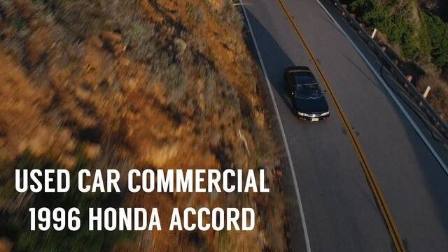 Realiza un anuncio de superproducción para vender el coche de su novia
