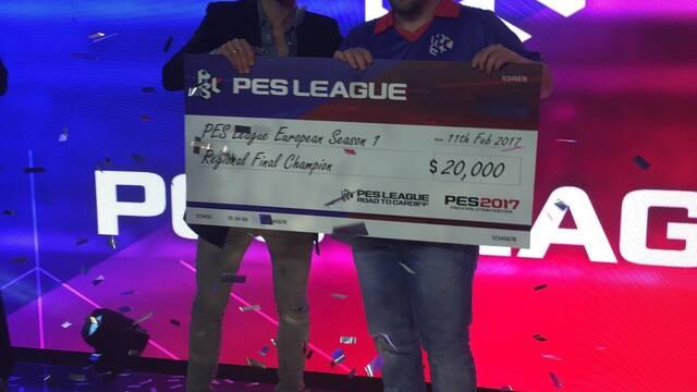 Josesg93 de x6tence, campeón de la primera final regional de la PES League en Barcelona