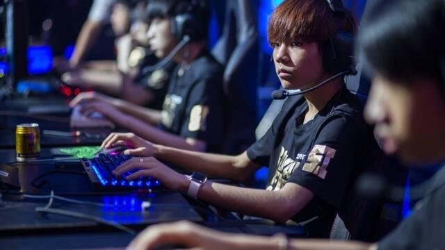 Royal Never Give Up gana la LPL China