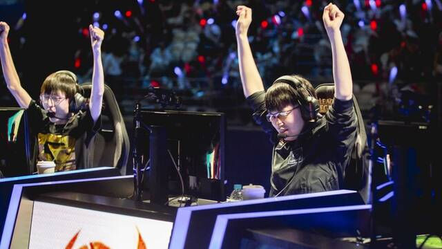 SKTelecom T1 y Royal Never Give Up arrasan en la primera jornada de la MSI