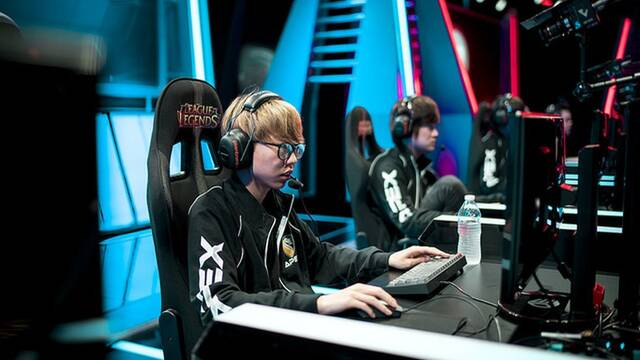 Eve, del equipo Apex, expulsado 10 meses por hacer trampas en League of Legends