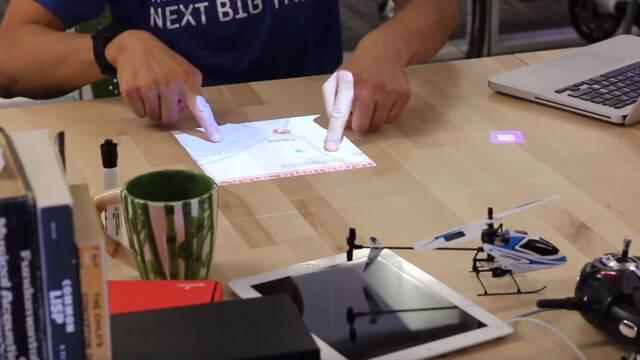 Convierten un escritorio en una pantalla táctil inteligente