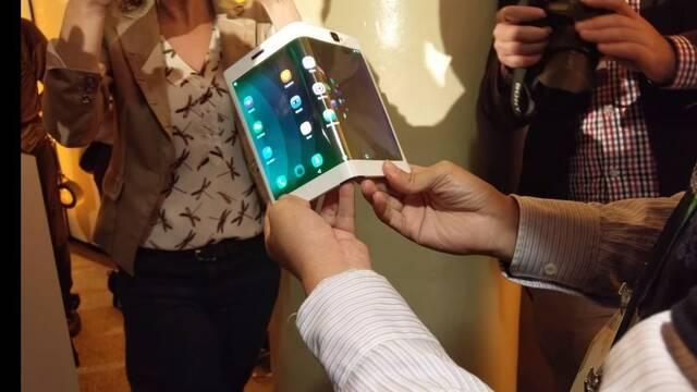 Lenovo Folio, la tablet que se dobla para convertirse en un teléfono móvil