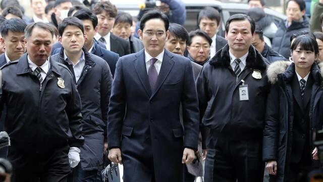 Condenan a cinco años de cárcel a Lee Jae-yong, vicepresidente de Samsung