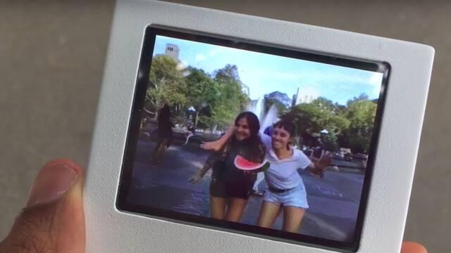 Esta Polaroid con pantalla te deja hacerte fotos a lo Harry Potter