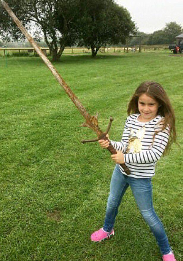 Niña con Excalibur