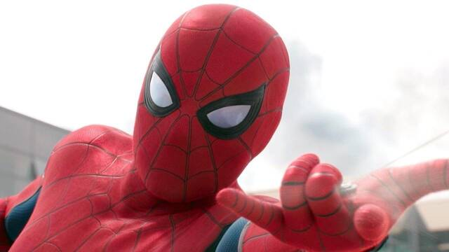 Tom Holland se disfraza de Spider-Man para jugar al golf