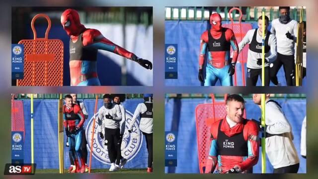 Jamie Vardy del Leicester acudió al entrenamiento disfrazado de Spider-Man