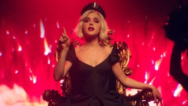 Sabrina es la reina del infierno en su nuevo tráiler musical