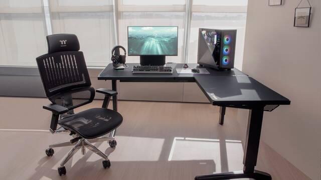 Thermaltake anuncia su nueva mesa para jugar: ToughDesk 500L RGB Battlestation