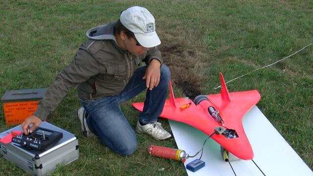 Un avión teledirigido que es capaz de volar a 750 km/h