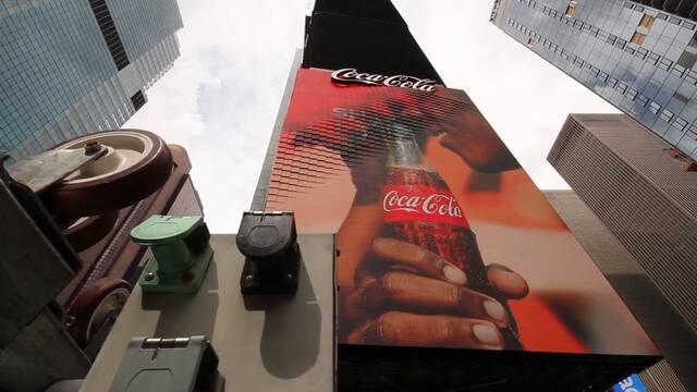 Coca-Cola presenta la primera valla publicitaria robótica en 3D