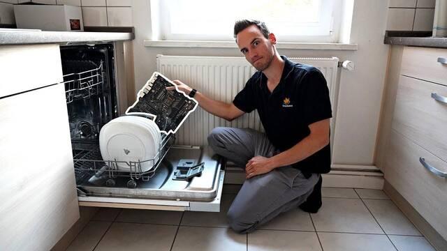 Un overclocker profesional limpia los componentes de su PC… ¡en un lavavajillas!