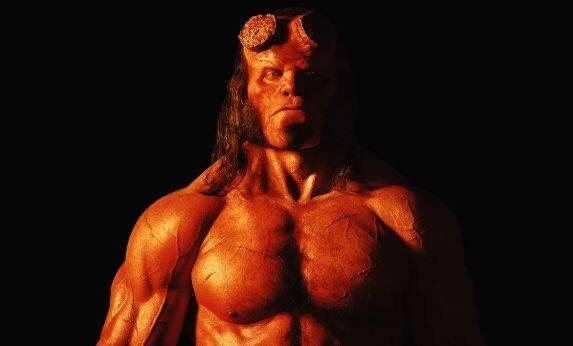 Hellboy está listo para sembrar el caos en el póster de la película