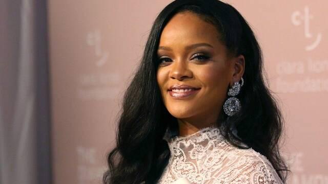 Rihanna cuenta su vida en una cara autobiografía visual con 1050 fotos