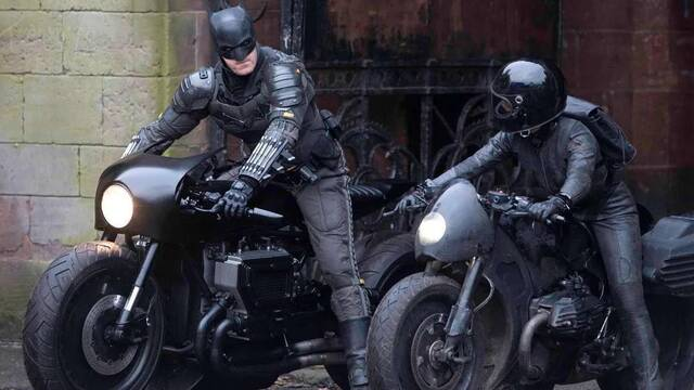 The Batman: El doble de Robert Pattinson aparece conduciendo la batmoto