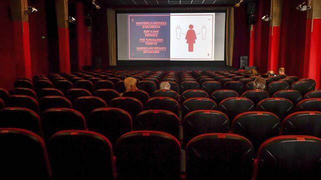 Italia clausura los cines en el auge de la nueva ola de coronavirus en toda Europa