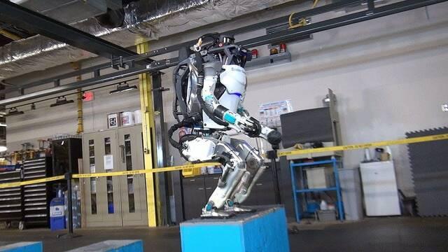 Ya existe un robot capaz de hacer un salto mortal