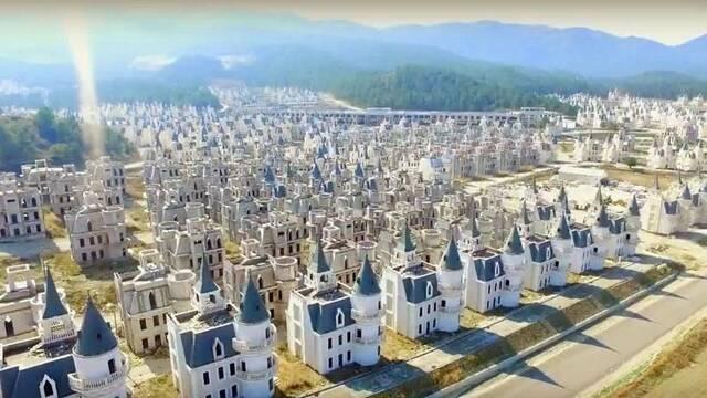 Construyen 732 castillos para gente rica... y se declaran en bancarrota
