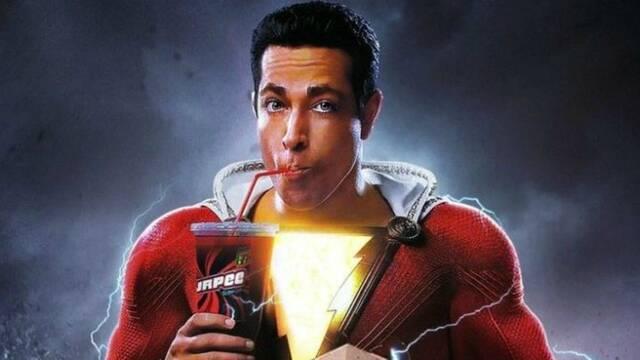 """Zachary Levi confirma los """"reshoot"""" de Shazam con un primer plano del traje"""