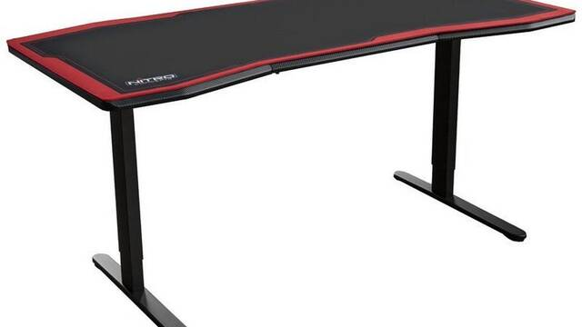 Nitro Concepts D16, la nueva mesa 'gamer' con sistema eléctrico para regular su altura