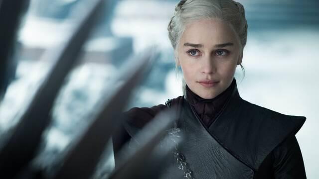 Emilia Clarke afirma sentirse presionada a hacer las escenas de desnudos