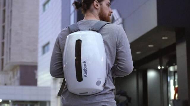 Keeback, la mochila futurista con pantalla LED, altavoces, 4 USB y batería interna