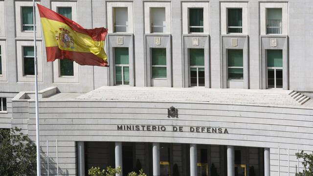 El Ministerio de Defensa prohíbe acceder a sus sistemas y correos desde móviles Huawei