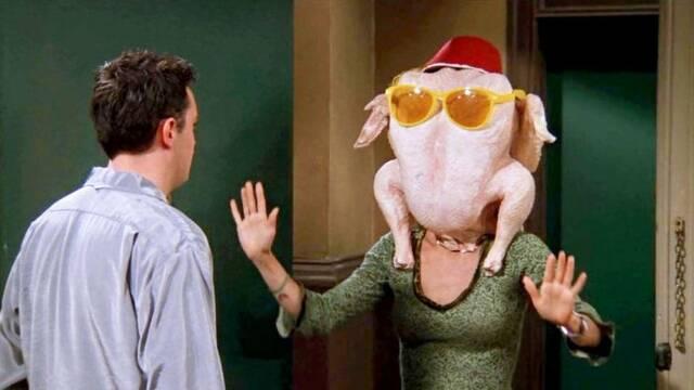 Courteney Cox recrea ESA escena de Friends por Acción de Gracias