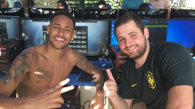 La estrella del F.C. Barcelona, Neymar, y Fallen juegan juntos a CS:GO en Navidad