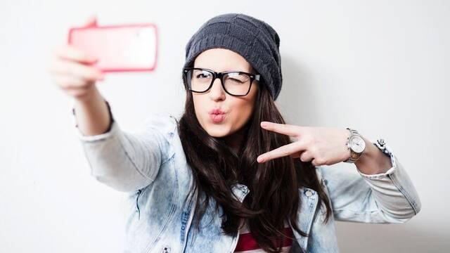 ¿Te haces muchos selfies? La 'selfitis' está catalogada como desorden mental