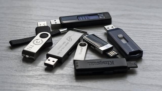 Este es el motivo por el que los primeros modelos de USB no eran reversibles