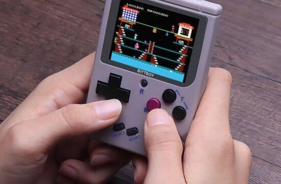 BittBoy, la nueva portátil retro para jugar a NES, Game Boy y Game Boy Color