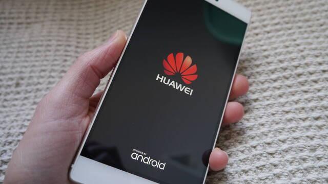 """Huawei """"compró"""" reseñas falsas de 100 personas para promocionar el Mate 10 Pro"""