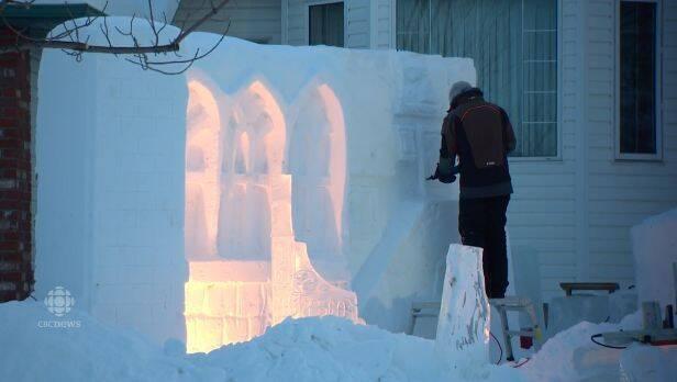 Esculpe un Hogwarts de hielo para sus hijas