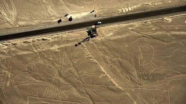 Revienta con su camión las Líneas de Nazca