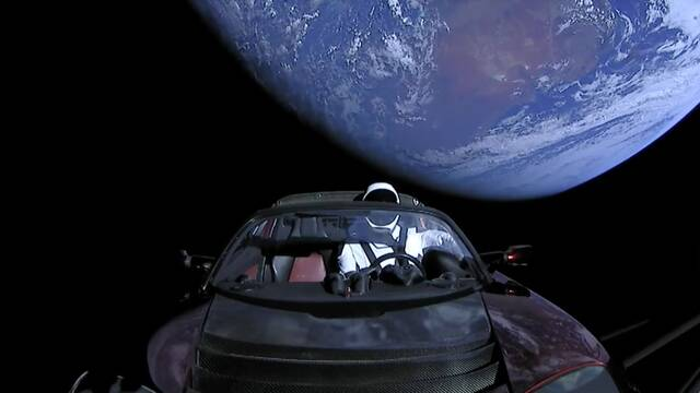 Elon Musk hace historia lanzando un Tesla descapotable rumbo a Marte gracias a Falcon Heavy
