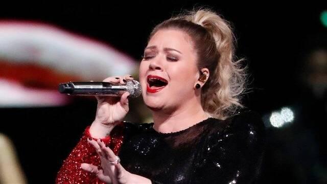 Kelly Clarkson versiona el éxito 'Shallow' de Lady Gaga