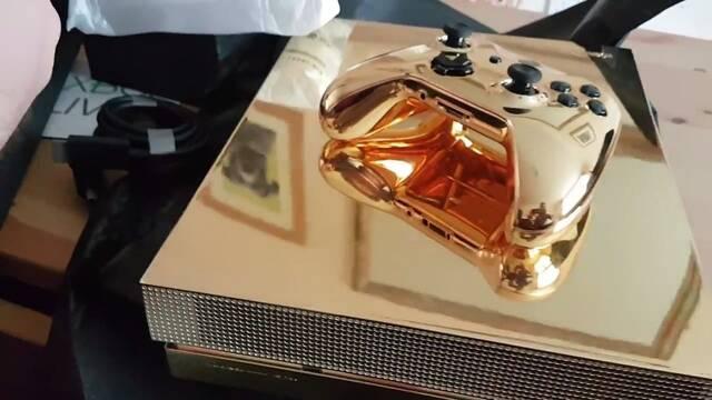 Unboxing de la Xbox One X bañada en oro de 24 quilates