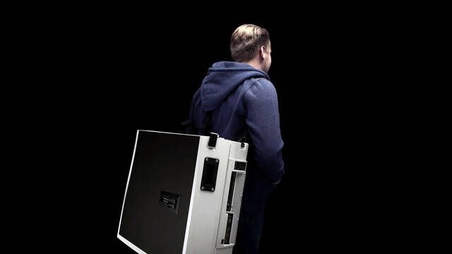 UnEvn ONE: la mochila que se convierte en un escritorio con un PC para jugar