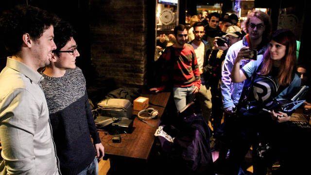 Origen BCN reúne a 80 fieles en un local de Barcelona para ver su último partido