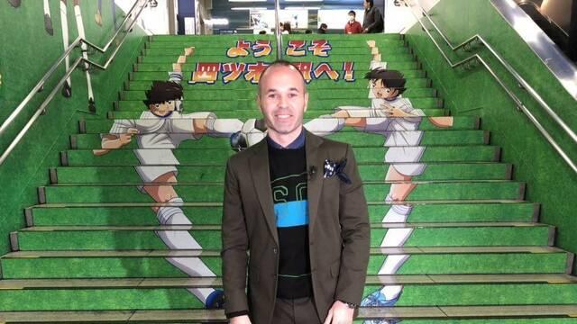 Iniesta inaugura la estación de Yotsugi con el creador de Oliver y Benji
