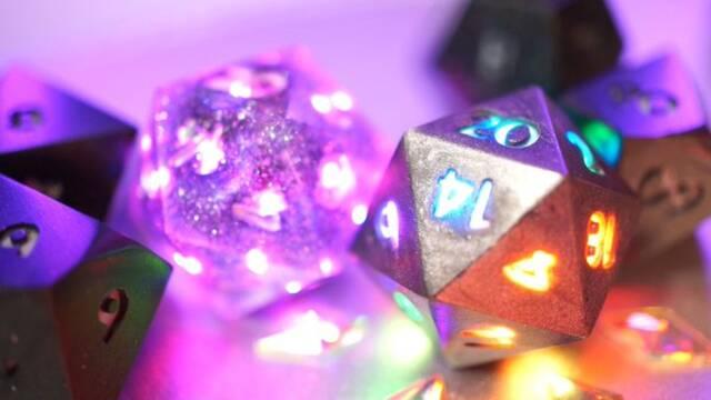Pixels, un juego de dados de rol con iluminación RGB, Bluetooth y carga inalámbrica