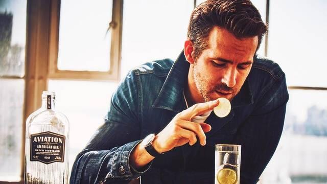 ¿Cómo pasa Ryan Reynolds la cuarentena? 'Bebiendo, principalmente'