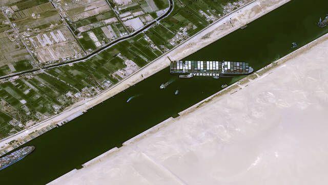 Egipto pide 1000 millones de dólares o no devolverá el barco Ever Given