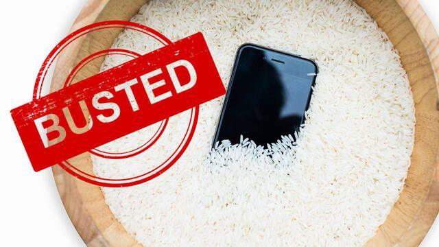Desmontan el falso mito de meter el móvil en arroz si se te ha caído al agua